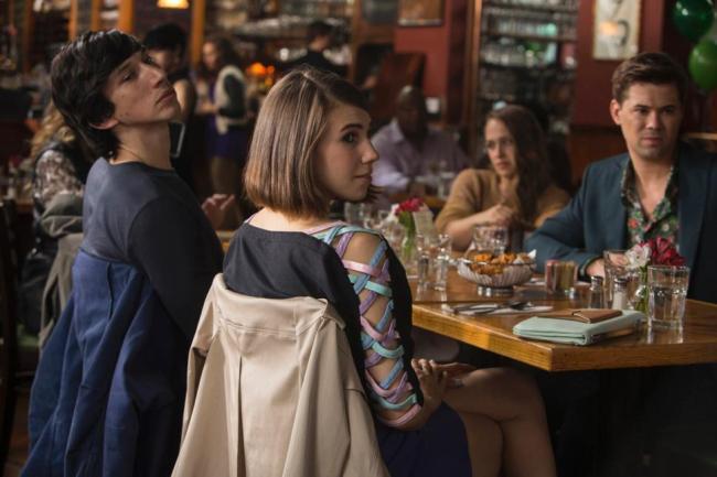 La bande d'Hannah présente au concert de Marnie dans la saison 4 de Girls.
