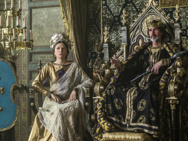 L'Empereur Charles de France (Lothaire Bluteau) et la princesse Gisla (Morgane Polanski) règnent sur Paris. © History Channel