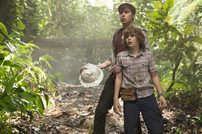 Les deux frères Nick Robinson et Ty Simpkins, livrés à eux-mêmes. © Universal Pictures