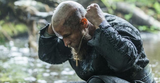 Ragnar Lodbrock dans Vikings (saison 3). © History Channel