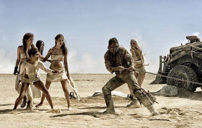 Mad Max enchaîné et le petit groupe de femmes rebelles © Village Roadshow Films (BVI) Limited