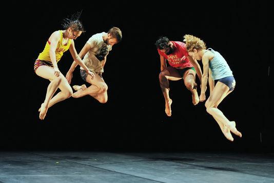 Les danseurs d'« Empty Moves », d'Angelin Preljocaj, au Théâtre de la Ville, à Paris. © Jean-Claude Carbonne
