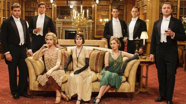Rose McClare et ses cousine Mary et Edith Crawley, bien entourées. © ITV