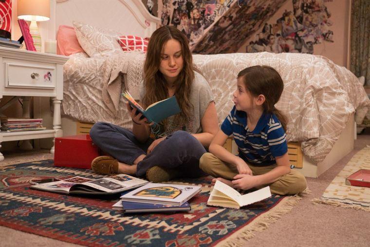 Jack (Jacob Tremblay) et sa maman Joy (Brie Larson) dans Room de Lenny Abrahamson © Universal Pictures