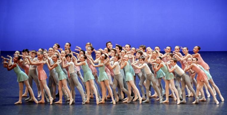 Les démonstrations de l'École de Danse de l'Opéra National de Paris : cours d'expression musicale – 5ème et 6ème divisions © Francette Levieux / Opéra national de Paris