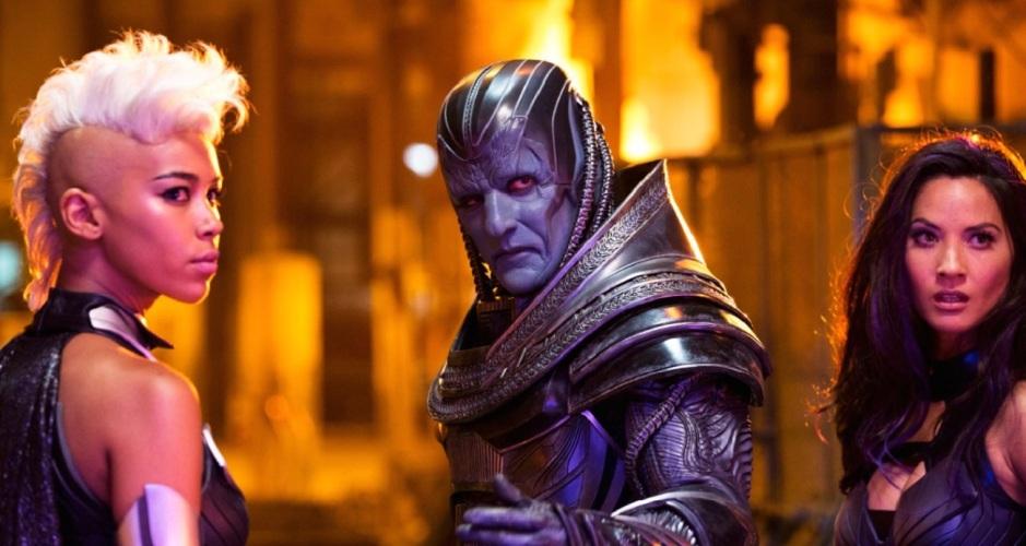 Apocalypse (Oscar Isaac) en compagnie de ses deux cavalières Tornade (Alexandra Shipp) et Psylocke (Olivia Munn). Copyright Twentieth Century Fox France