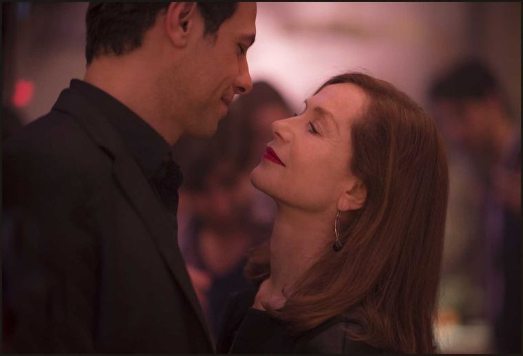 Michèle (Isabelle Huppert) entretient une relation trouble avec son voisin Patrick (Laurent Lafitte). Copyright SBS Distribution