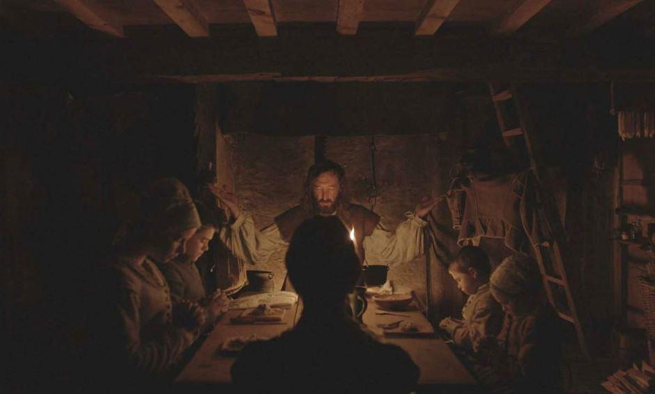 William (Ralph Ineson), Katherine (Kate Dickie) et leurs enfants mènent une vie pieuse en Nouvelle-Angleterre © Universal Pictures