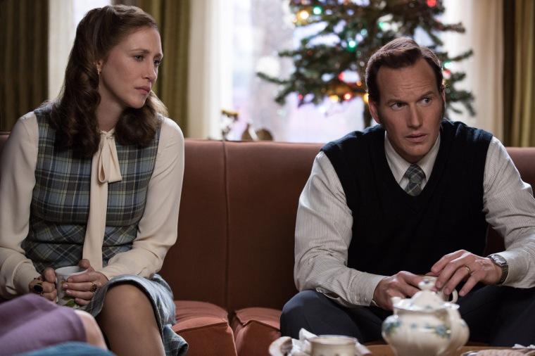 """Dans """"Conjuring 2"""" de James Wan, Lorraine (Vera Farmiga) et Ed Warren (Patrick Wilson) forment un couple uni face au mal qui s'abat sur la famille Hodgson. © Warner Bros"""