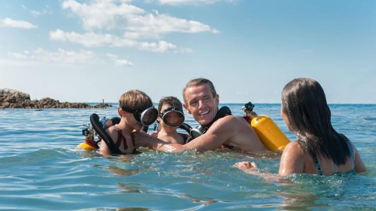 La famille Cousteau part à la découverte des fonds marins, dans les années 50 dans L'Odyssée de Jérôme Salle © Wild Bunch Distribution