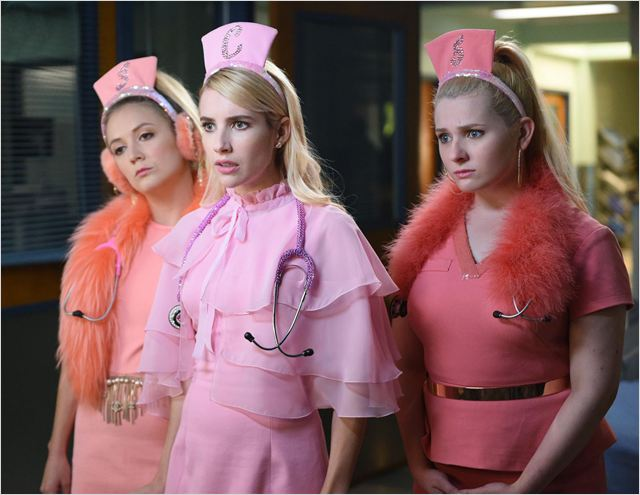 scream-queens-saison-2-emma-roberts-billie-lourd-abigail-breslin-horreur-tueur-serie-copyright-michael-becker-fox