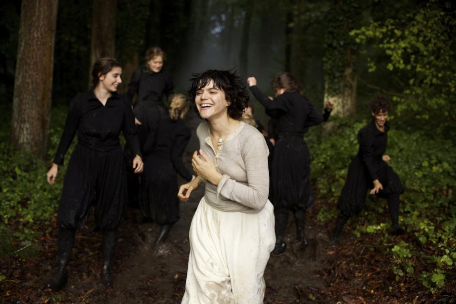 Soko est Loïe Fuller, La Danseuse de Stéphanie di Giusto © 2016 PROKINO Filmverleih GmbH