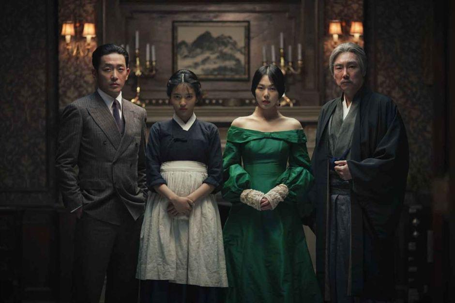 """""""Mademoiselle"""" de Park Chan-Wook a pour personnages principaux le faux comte japonais (Ha Jeong-Woo), la jeune femme de chambre Sookee (Kim Tae-Ri), la maîtresse et victime du complot Hideko (Kim Min-Hee) et l'oncle tyrannique Kozuki (Jo Jin-Woong). ©The Jokers/Bac Films"""