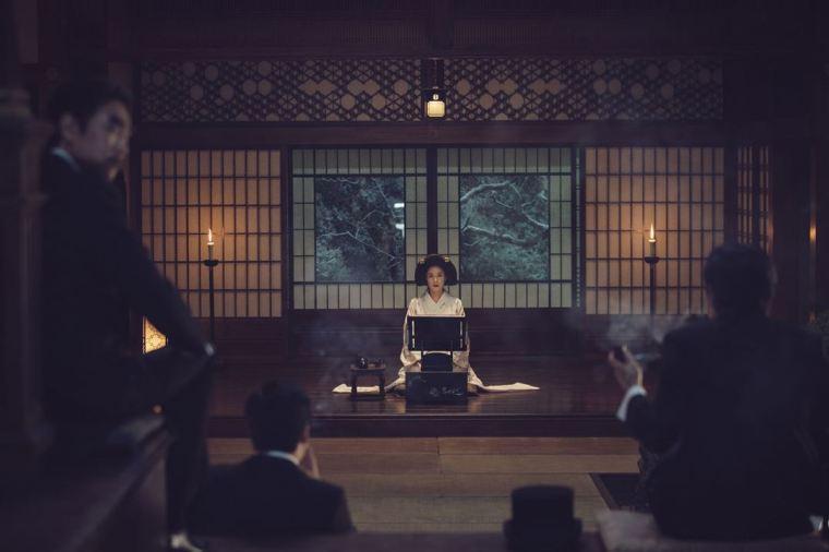 Sous la coupe d'un oncle tyrannique et bibliophile, Hideko (Kim Min-Hee) est en quelque sorte contrainte à participer à des sessions de lecture d'oeuvres érotiques. ©The Jokers/Bac Films