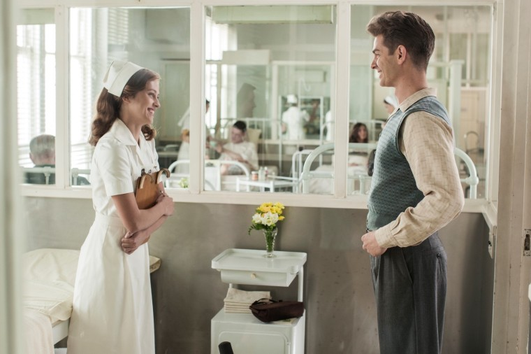 Drôle et romantique, Desmond (Andrew Garfield) fera tout pour séduite l'infirmière Dorothy (Theresa Palmer) © Cross Creek Pictures Pty Ltd / Mark Rogers