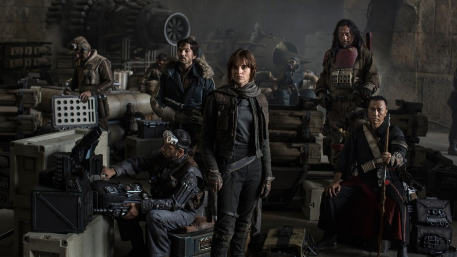 """Dans """"Rogue One"""" de Gareth Edwards, la solitaire Jyn Erso (Felicity Jones) devra mener un escadron de rebelles composé d'un pilote (Riz Ahmed), du capitaine Cassian (Diego Luna), de Chirrut imwe (Donnie Yen) et de Baze Malbus (Jiang Wen)© Lucasfilm Ltd."""