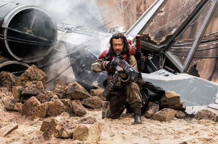 L'intrépide Baze Malbus (Jiang Wen) prêtera main forte à Jyn dans sa mission périlleuse. ©Lucasfilm Ltd. / Jonathan Olley