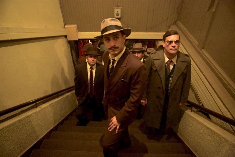 Gael Garcia Bernal endosse le rôle d'Óscar Peluchonneau dans Neruda de Pablo Larraín © Piffl Medien