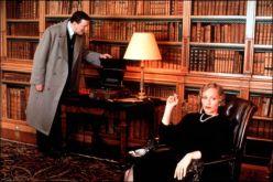 L'inspecteur Thompson (Stephen Fry) mène l'enquête dans une famille d'aristocrates dans Gosford Park de Robert Altman © Mars Distribution