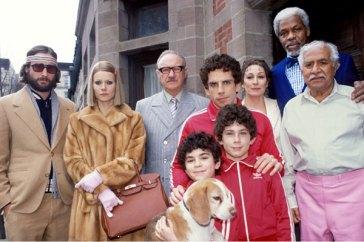 Toute la famille autour du patriarche Royal Tenenbaum (Gene Hackman) réunie dans La Famille Tenenbaum de Wes Anderson © 2001 - Touchstone Pictures