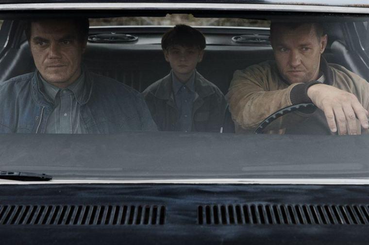 Roy (Michael Shannon), Lucas (Joel Edgerton) et Alton (Jaeden Lieberher) sont en fuite, fuyant les fanatiques religieux et les forces de police © Warner Bros Entertainment Inc. and Ratpac-Dune Entertainment LLC