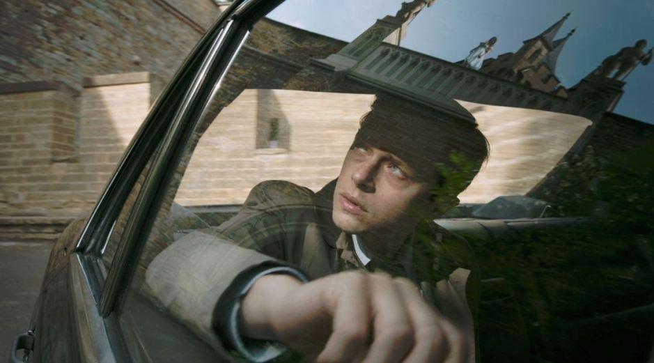 Sur le départ, Lockhart (Dans DeHaan) aperçoit la mystérieuse Hannah (Mia Goth) © Twentieth Century Fox France