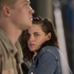 """Kathryn (Kristen Stewart) tente désespérément de retenir son frère, prêt à repartir au front. """"Un jour dans la vie de Billy Lynn"""" réalisé par Ang Lee. ©2016 Sony Pictures Releasing GmbH"""