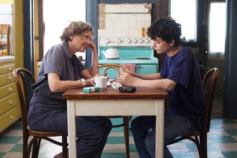 Comment élever son fils Jamie (Lucas Jade Zumann) ? Dorothea (Annette Bening) va faire appel à Abbie (Greta Gerwig) et Julie (Elle Fanning), d'autres regards sur le monde... © Mars Films