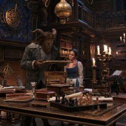 Emma Watson endosse le rôle de la Bella aux côtés de Dan Stevens dans La Belle et la Bête de Bill Condon © Walt Disney Pictures