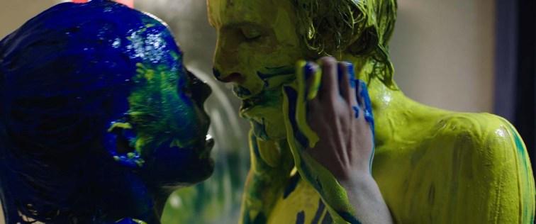 Malgré elle, Justine (Garance Mariller) se confronte à l'enfer du bizutage et ce, dans l'indifférence de sa sœur aînée Alexia (Ella Rumpf). © Wild Bunch Distribution