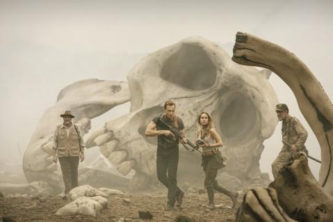 """""""Kong : Skull Island"""" n'a d'yeux que pour son monstre vedette. Quitte à sacrifier une galerie de personnages livrés aux clichés et au ridicule. © Warner Bros Entertainment 2016"""