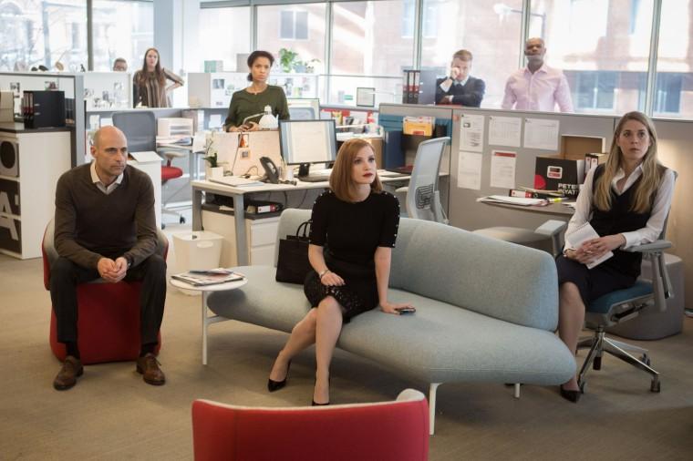 À la tête d'une nouvelle équipe, Miss Sloane (Jessica Chastain) va se lancer dans une impitoyable guerre contre le lobby des armes. © Kerry Hayes /Europacorp/France 2 cinéma 2016.