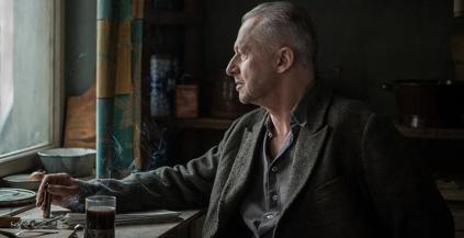 """Film posthume d'Andrzej Wajda, """"Les fleurs bleues"""" racontent la résistance du peintre Strzemiński, figure majeure de l'avant-garde de la peinture moderne, et opposant au régime communiste. © KMBO"""