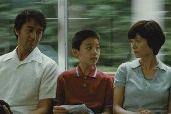 """Trois ans après """"Notre petite soeur"""", Kore-eda Hirokazu revient avec une œuvre mélancolique ayant pour thème principal, les liens familiaux. """"Après la Tempête"""". © Fuji Television Network"""