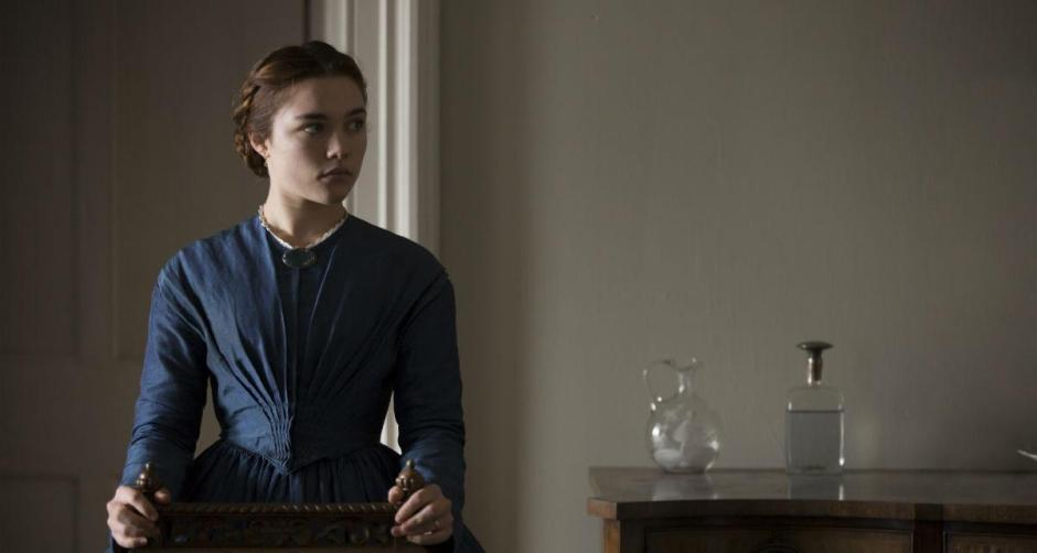 "Au sommet de la revue ciné du mois d'avril : ""The Young Lady"" de William Oldroy, avec l'excellente Florence Pugh. © Betta Pictures"