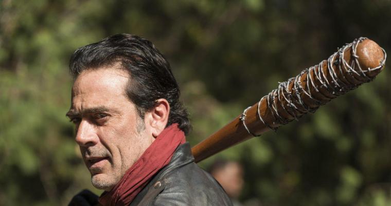 Très attendu, le nouvel antagoniste Negan (Jeffrey Dean Morgan) n'a pas tenu ses promesses dans la septième saison de The Walking Dead. © Gene Page/AMC