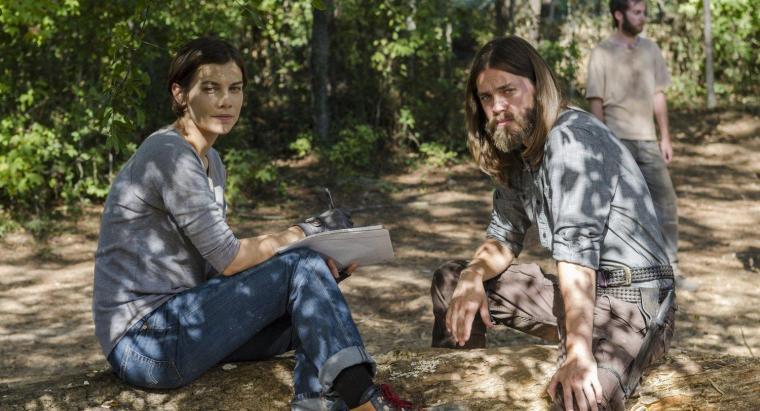 Maggie (Lauren Cohan) et Jésus (Tom Payne) prépare l'imminente riposte de la communauté de la Colline. © Gene Page/AMC