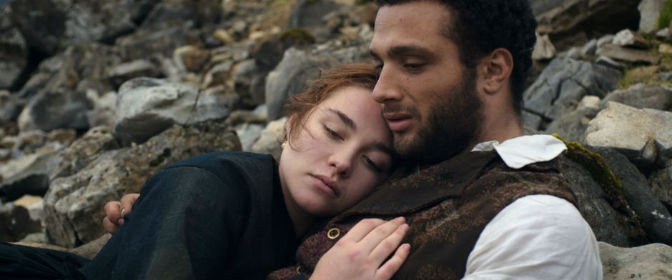 Katherine (Florence Pugh) dans les bras de Sebastian (Cosmo Jarvis) dans The Young lady / Lady Macbeth © KMBO