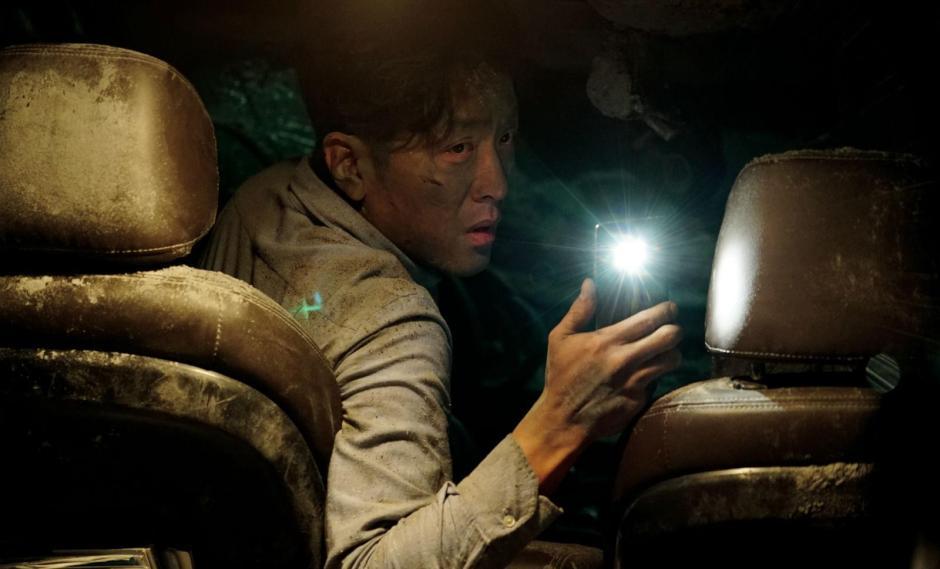 """""""Tunnel"""" est le nouveau long-métrage de Kim Seaong-hun. Un drame intimiste sous des airs de film catastrophe. © Version Originale Condor"""
