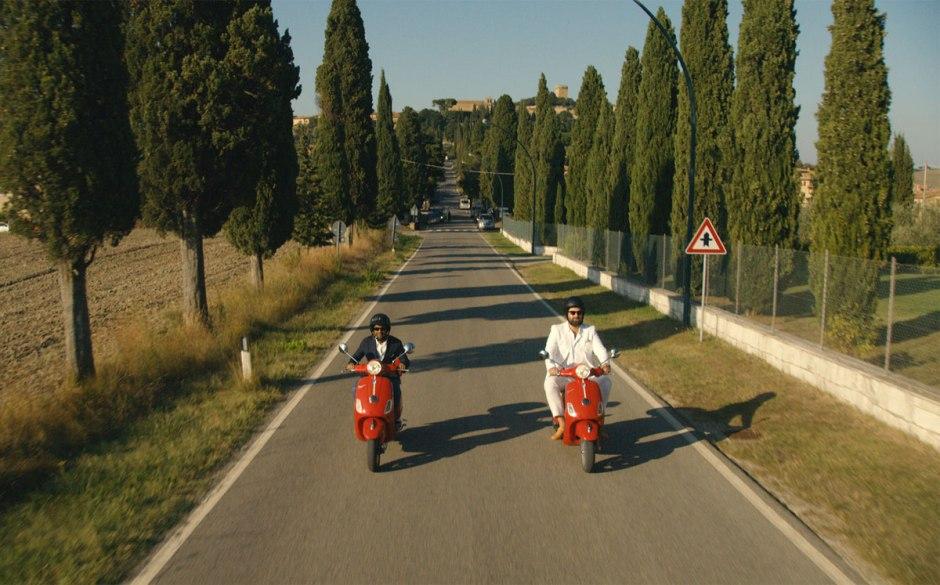 Dev (Aziz Ansari) et Arnold (Eric Wareheim) sur les routes de l'Italie dans la saison 2 de Master of None © Netflix