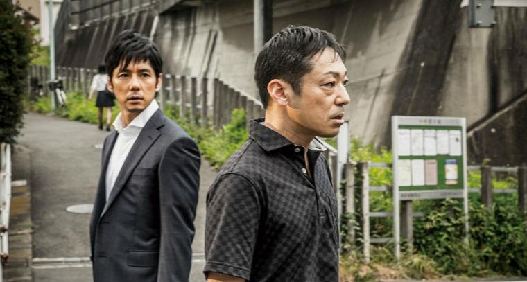 Takakura (Hidetoshi Nishijima) peine à cerner son voisin Nishino (Teruyuki Kagawa), à la fois charmant et oppressant. © Eurozoom