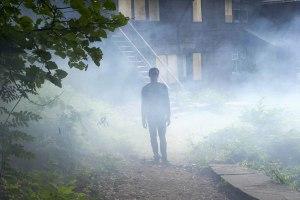 """Sorti le 21 juin, """"It Comes At Night"""" est le second long-métrage de Trey Edward Schults. Un film d'épouvante aux allures de tragédie familiale © Mars Films"""