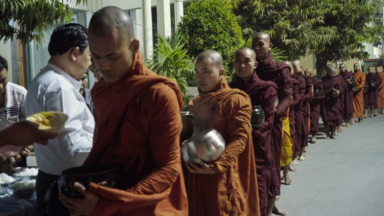 Moines comme citoyens birmans, nombreux sont les fidèles à se rallier à la haine islamophobe. © les Films du Losange