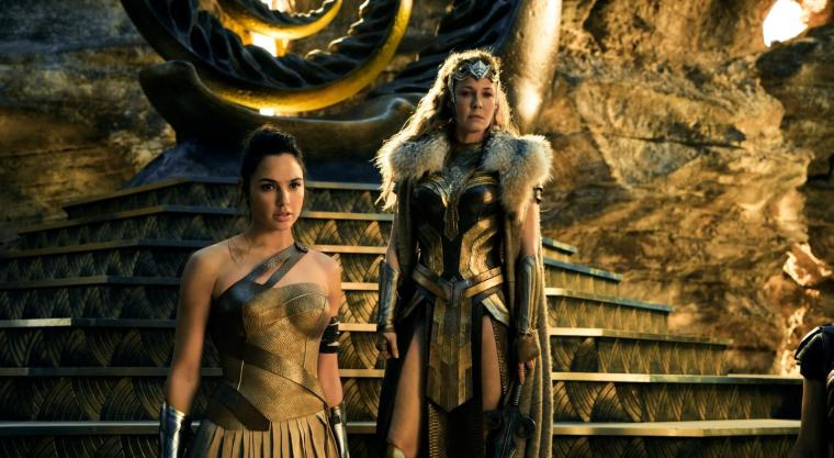 La princesse Diana (Gal Gadot) et sa mère, la reine Hyppolita (Connie Nielsen). © Copyright 2017 WARNER BROS. ENTERTAINMENT INC. AND RATPAC ENTERTAINMENT, LLC / Clay Enos